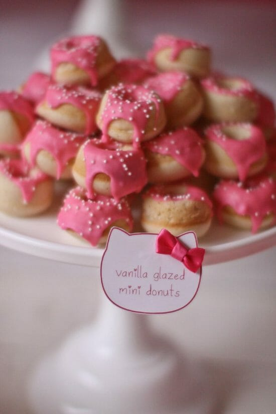 Stella's Hello Kitty Party | kids birthday party ideas | girl birthday party themes | diy Hello Kitty party | birthday party desserts | pink dessert table | themed birthday parties for kids || JennyCookies.com #hellokittyparty #kidsbirthdayparty #themedparty
