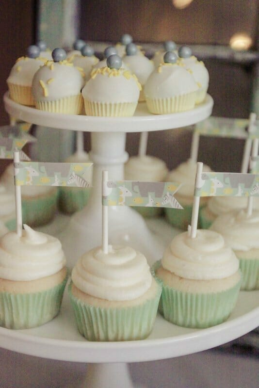Gender Neutral Baby Shower | green and yellow baby shower themes | animal baby shower decor | green and yellow baby shower decor || JennyCookies.com #babyshowerdecor #genderneutralbabyshower #greenandyellowbabyshower