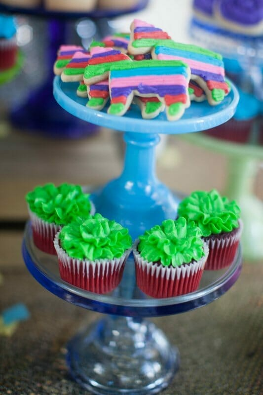 How to Throw a Fiesta Themed Birthday Party | 50th birthday party ideas | adult birthday party ideas | fiesta party decor | diy fiesta theme party || JennyCookies.com #fiestaparty #5othbirthday #fiestadecor