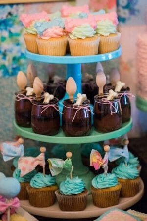 Vintage Puppy Party | puppy themed parties | party dessert table ideas | girl birthday party ideas | kids birthday parties | diy birthday party ideas | diy dessert tables || JennyCookies.com #puppypartyideas #kidsbirthday #desserttables