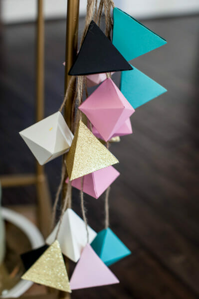 Modern Geometric Minimalist Baby Shower | baby shower ideas | baby shower decor | planning a baby shower | baby shower tips | how to host a baby shower | geometric themed baby shower ideas || JennyCookies.com