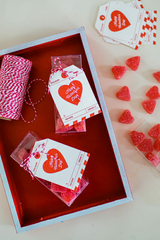 How to Throw a Classroom Valentine's Day Party   diy class Valentines   Valentine's Day parties for kids   kid friendly Valentine's Day party   handmade Valentines   Valentine's Day party ideas    JennyCookies.com #valentinesdayparty #diyvalentines #valentinesday