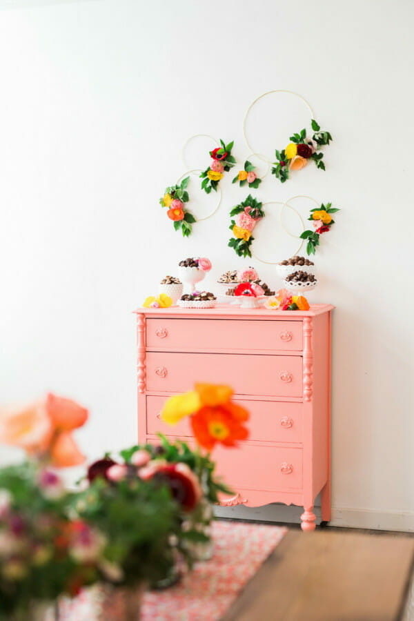 How to Host a Flower Crown Party | flower themed party ideas | hosting a flower themed party | party ideas for girls | girl party theme ideas | spring party decor | spring floral decor || JennyCookies.com