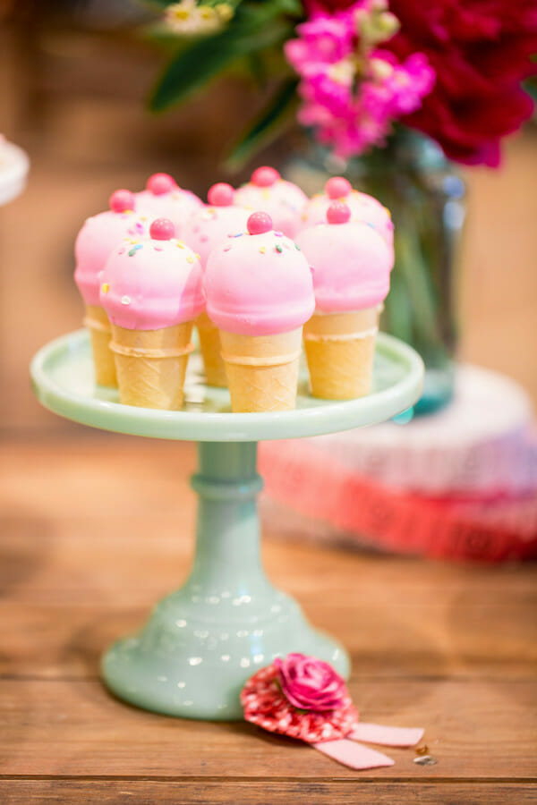 How to Set Up a Farm Chicks Inspired Dessert Table   farm inspired party ideas   farm inspired entertaining tips   how to set up a dessert table   dessert table ideas    JennyCookies.com