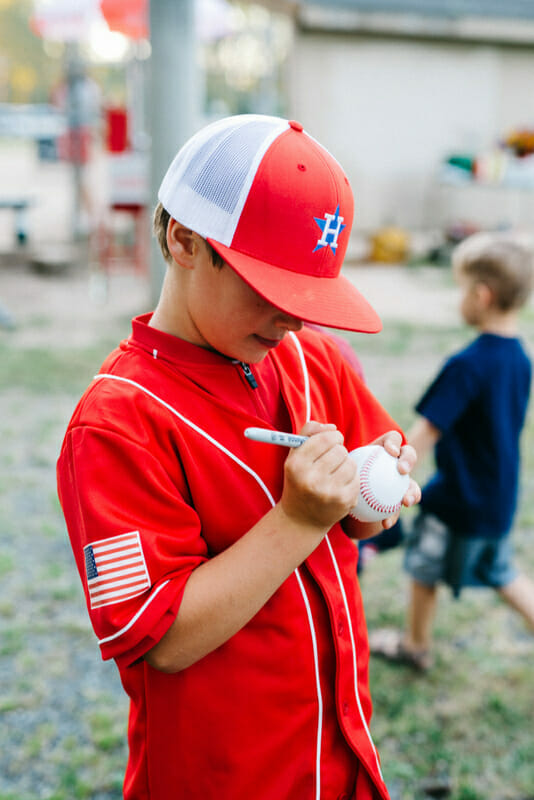 How to Host a Baseball Themed Party | baseball party ideas | ideas for a baseball themed party | boy themed party ideas | summer party ideas || JennyCookies.com #partyideas #boybirthdayparty #kidsbirthdays #baseballparty #baseball #summerparty #kidsparty