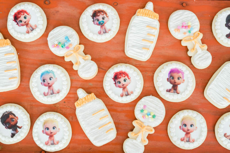 How to Host a Movie Premiere Party | Storks themed party | movie themed party ideas | hosting a movie premiere party | party theme ideas | DIY party ideas || JennyCookies.com
