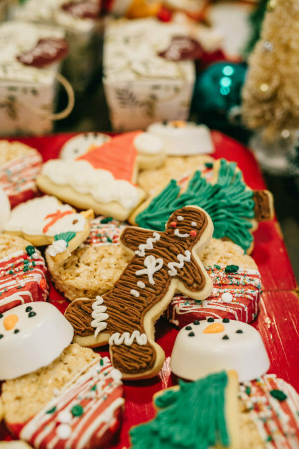 How to Host an Ugly Sweater Christmas Party | fun Christmas party ideas | fun holiday party ideas | party ideas for the holidays | holiday parties for adults | ugly Christmas sweaters || JennyCookies.com #uglychristmas #uglychristmassweater #holidayparty #christmasparty #jennycookies