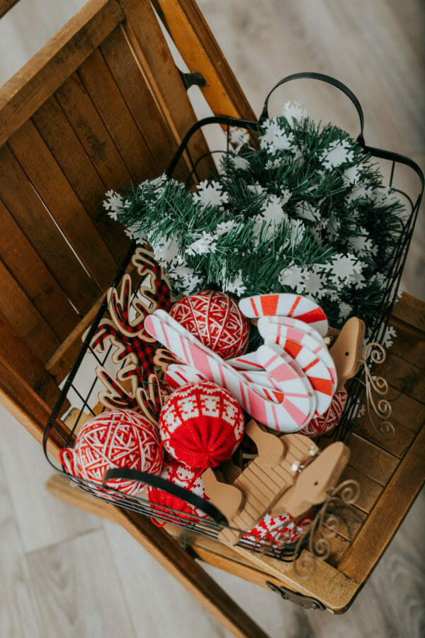 How to Host an Ugly Sweater Christmas Party | fun Christmas party ideas | fun holiday party ideas | party ideas for the holidays | holiday parties for adults | ugly Christmas sweaters || JennyCookies.com #uglychristmas #uglychristmassweater #holidayparty #christmasparty