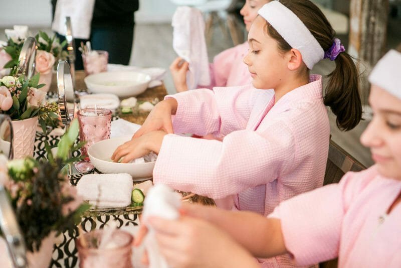 Swans and Sweets and Spa Treat | how to host a spa party | teenage birthday party ideas | birthday party ideas for girls | party ideas for teen girls | spa themed party ideas | hosting a spa themed party | entertaining tips and tricks || JennyCookies.com