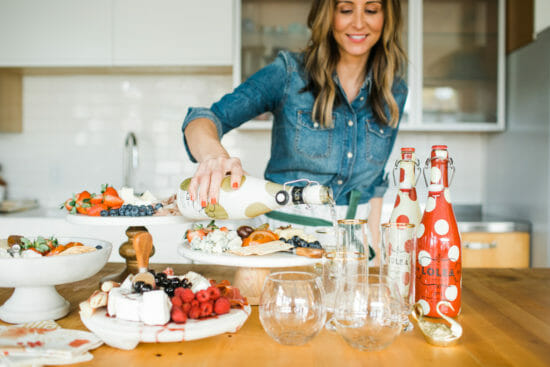 How to Host a Pie Making Ladies Lunch | ladies lunch ideas | pie making party | parties for women | ladies night ideas | holiday themed party ideas | holiday party ideas || JennyCookies.com #ladieslunch #holidayparty #pies #piemakingparty