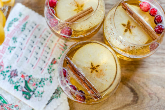 An Apple a Day | 3 Best Apple Recipes for the Holidays | apple recipe ideas | homemade apple recipes | easy apple recipes || JennyCookies.com #applerecipes #holidayrecipes