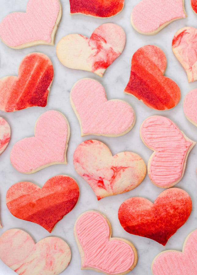 Easy Marbled Sugar Cookies | valentine sugar cookie recipes | valentine cookie recipes | easy valentine desserts | how to decorate valentine cookies || JennyCookies.com and @mccormickspices #marbledcookies #valentinecookies #valentinedesserts #jennycookies