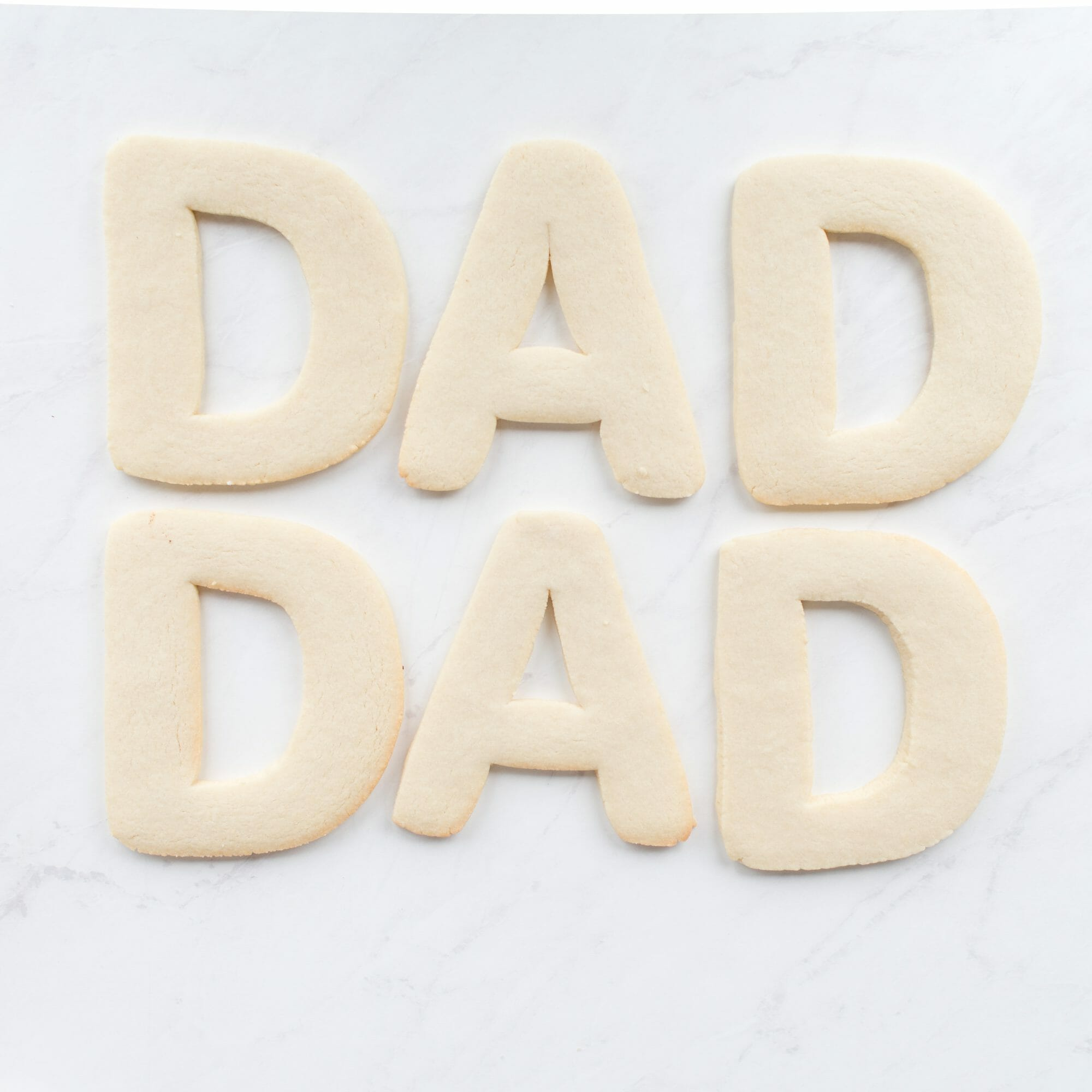 DAD Cookie Cake | Father's Day ideas for kids | Father's Day desserts | diy Father's Day ideas || JennyCookies.com #dadcookies #fathersday #fathersdaygift #diyfathersday #giftideas #jennycookies