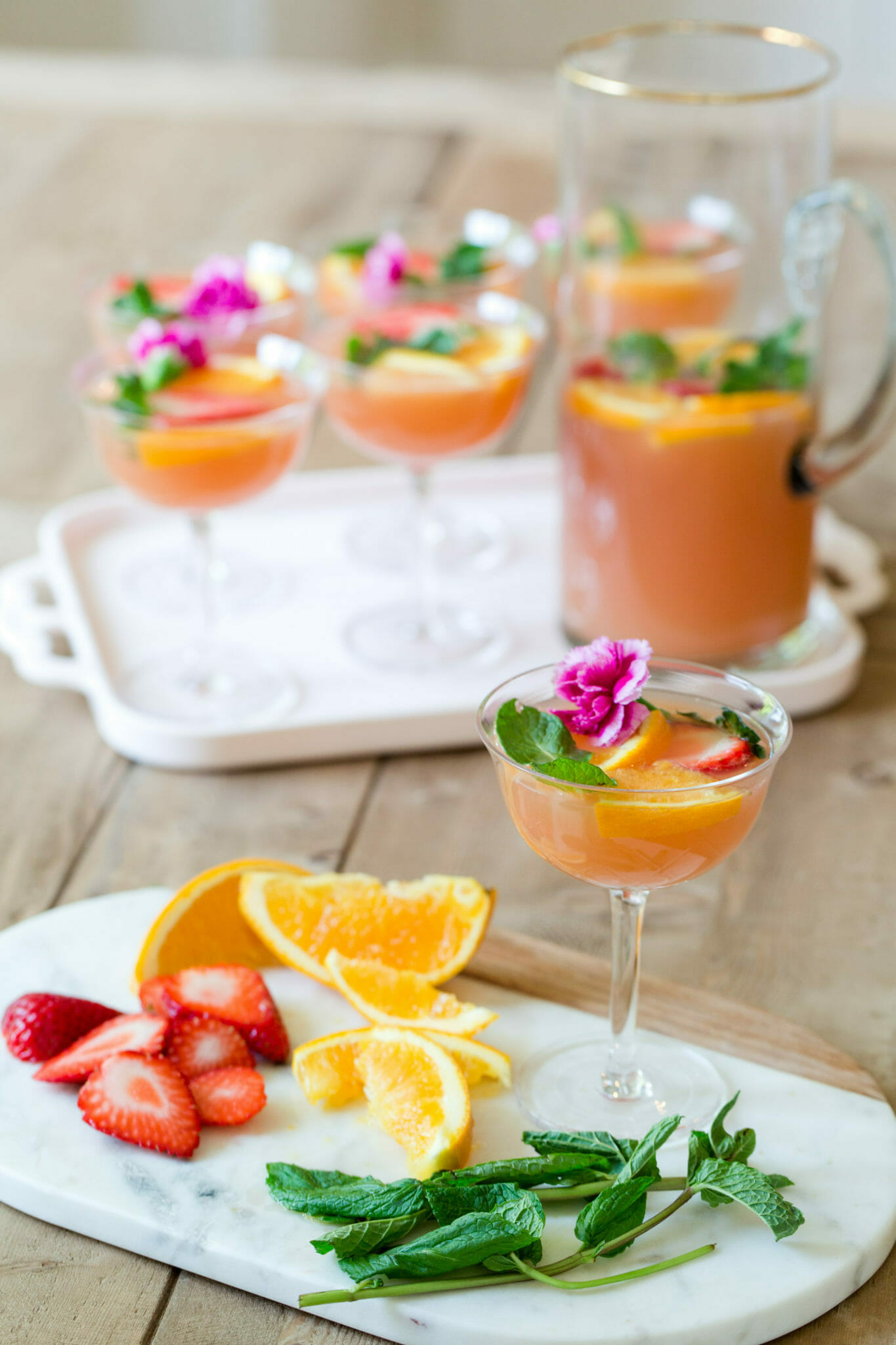 Brunch Punch Champagne Cocktail | homemade cocktail recipes | summer cocktails | easy cocktail recipes | brunch drink recipes || JennyCookies.com #recipe #brunch #cocktail #champagnecocktail #drinkrecipes #summerdrinks #summercocktail #jennycookies
