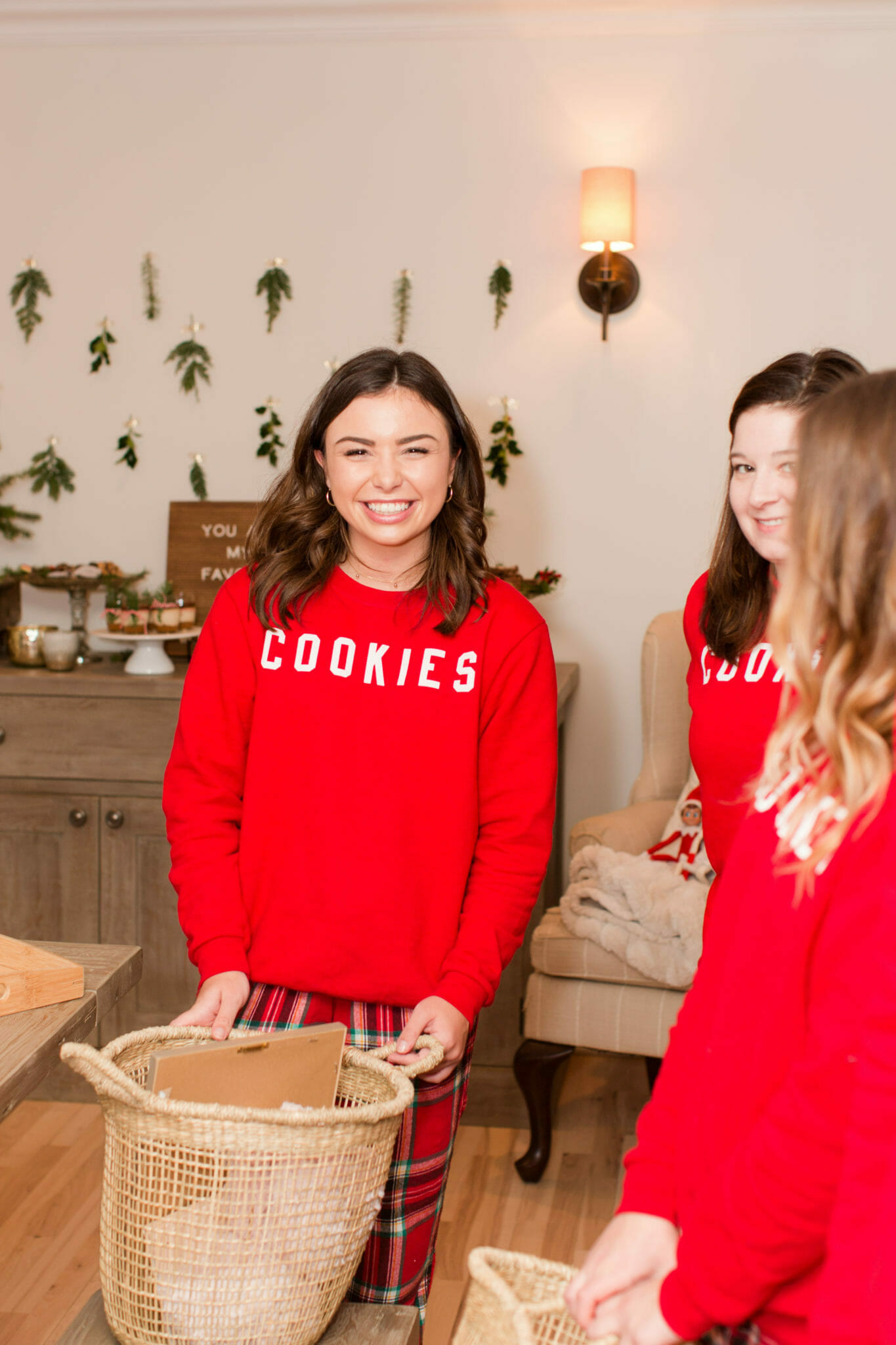 Cookie Squad Favorite Things Party | holiday party ideas | how to host a favorite things party || JennyCookies.com #holidayparty #favoritethings #partyideas #jennycookies