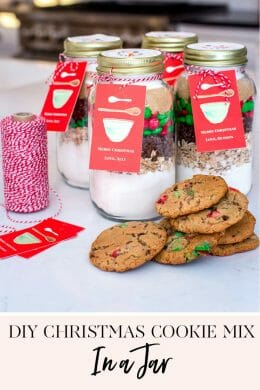 DIY Christmas Cookie Mix in a Jar | christmas gift ideas || JennyCookies.com #diygifts #cookiemix #jargifts #holidayideas #jennycookies