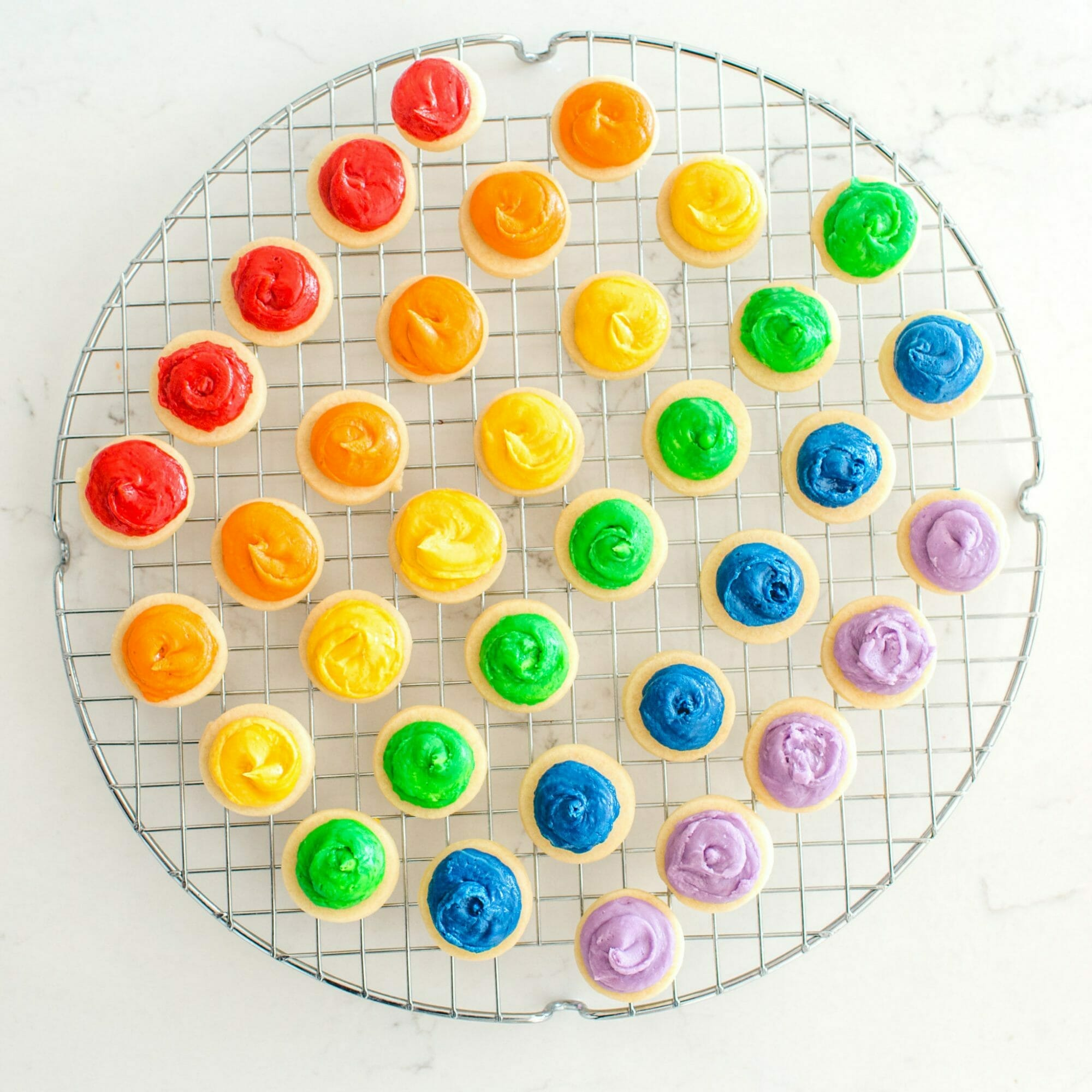 Our St. Patrick's Day Rainbow Treat Board makes for a perfect St. Paddy's day dessert! || JennyCookies.com #stpatricksday #rainbow #stpatricksdaydesserts #jennycookies